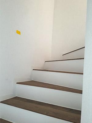 gerade Handläufe sind für eine viertelgewendelte Treppe nur selten geeignet, desahlb sollten sie entsprechend gewalzt werden