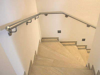 Edelstahl Treppenhandlauf an Innentreppe, gerade Ausführung, Blick von oben