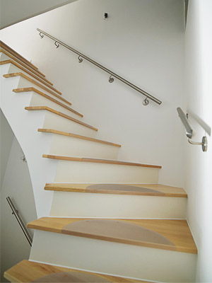 Handläufe gerade für Treppe zum Obergeschoss