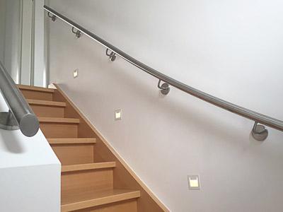 Handlauf für viertelgewendelte Treppe - gewalzter Handlauf an langer Treppenseite