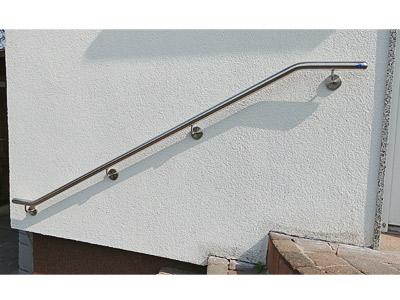 Handlauf gebogen für Außentreppe, Montage an gedämmter Fassade