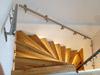 Treppenhandläufe gerade für Inntentreppe aus Holz an Wand mit OSB-Platten - Ansicht von oben