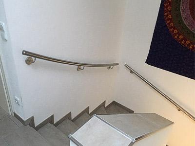 Treppenhandlauf für viertelgewendelte Treppe, dreiteilig entsprechend dem Treppenverlauf gewalzt
