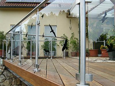 Terrassengeländer mit Glasfüllung - gerader und gewalzter Geländerverlauf