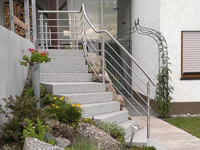 Treppengeländer für teilweise gewendelte Gartentreppe - Sicht von links