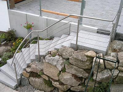 Treppengeländer für teilweise gewendelte Gartentreppe - Sicht von oben
