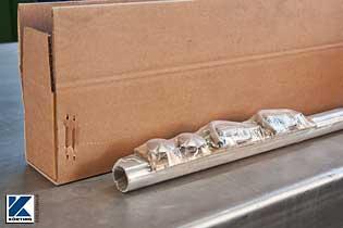 Die Einzelteile des Handlauf - Bausatzes werden mit einer Strechfolie gegen das Durcheinanderfallen im Karton gesichert.