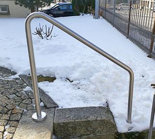 Handlauf aus Edelstahl reinigen, im Winter besonders wichtig