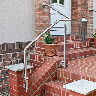 Treppenhandlauf für Außentreppe in einem Tück gebogen mit Unterstützungspfosten
