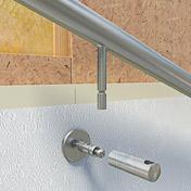 Informationen zur Handlaufmontage an einer Trockenbauwand in Form einer Holz-Ständerwand - Schnittdarstellung eines Handlaufes an einer Holzständerwand mit OSB-Platten und Gitpskarton