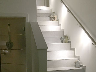 Handlauf - Kundenprojekt gerader Handlauf aus Edelstahl mit LED