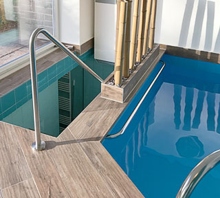 Handlauf aus Edelstahl für Pool, das richtige Handlauf Material ist V4A