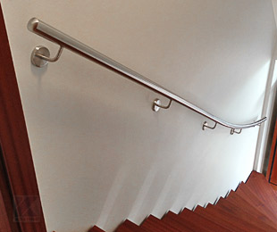 Treppenhandlauf gewalzt zur Wandmontage