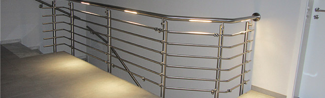 Edelstahl Brüstungsgeländer mit LED-Beleuchtung im Handlauf