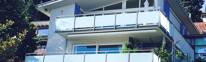 Edelstahl Balkongeländer mit Glasfüllung