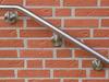 Edelstahlhandlauf gebogen mit verschweißten Haltern - Detail