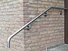 Wandhandlauf gebogen - unteres Ende bis zur 1. Stufe, vor die Hausecke, gezogen
