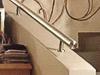 Brüstungshandlauf auf Brüstungsmauer an Treppe