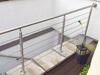Edelstahlgelaender mit Drahtseilen an Kellertreppe - Wandbefestigung mit Ronde und Abdeckrosette