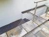 Seilbefestigung schräg auf Brüstung mit Seilverschraubungen