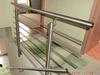 Treppengeländer aus Edelstahl mit zusätzlichem Handlauf