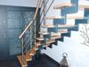 Treppengleänder aus Edelstahl mit Querstreben und einem Holzhandlauf - Geländeransicht