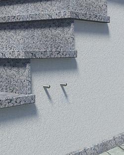 Geländerpfosten Montage seitlich mit runder Wangenplatte und Distanzstücken - Montageschritt 01