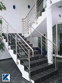 Körting Geländer aus Edelstahl mit Querstreben und Glasfüllung