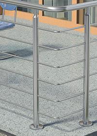 Geländerpfosten für eine Füllung mit Querstreben aus Rundmaterial, welche in Bohungen verschweißt werden