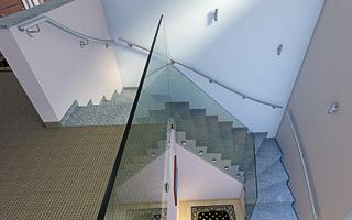 Treppenhandlauf aus Edelstahl für 2x viertelgewendelte Innentreppe
